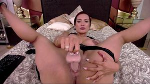 AliceMeyer don't lose time, a close show of her pussy full of cum